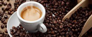 Espresso_mit_Kaffeebohnen_III